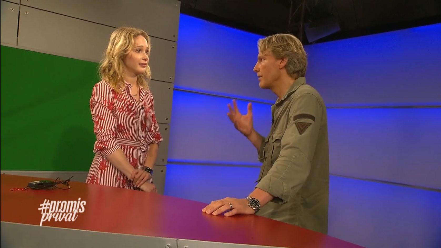 GNTM-Star Theresia Fischer und TV-Moderator und Auftrittscoach Sascha Oliver Martin im Studio